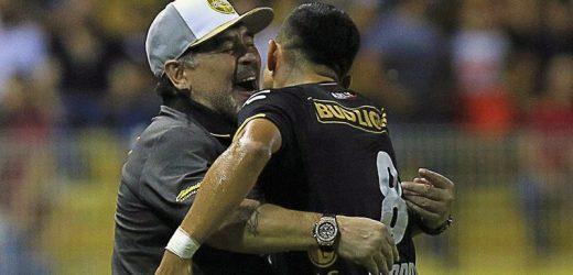 Dorado debut de Maradona