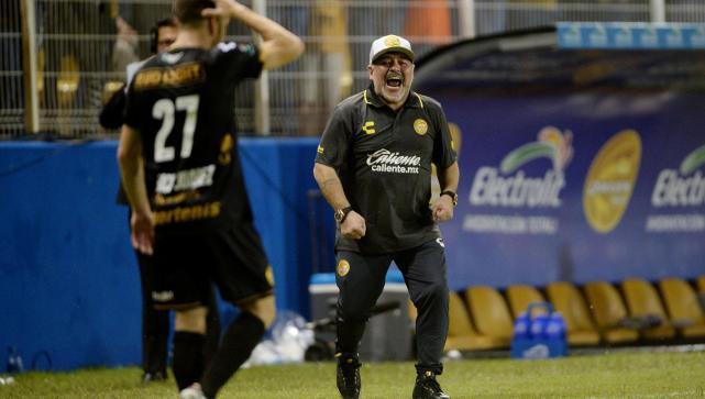 Maradona ataca al  arbitraje en primera derrota con Dorados