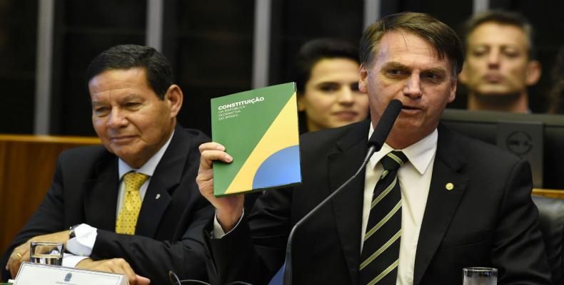 Cuba choca con Bolsonaro y corta programa social en Brasil