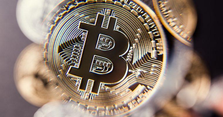 Bitcoin cae por debajo de los cinco mil dólares