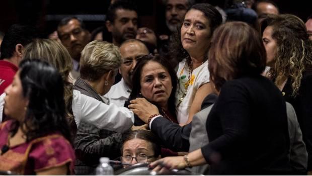 Notifican el asesinato de su hija en plena sesión a diputada de Morena
