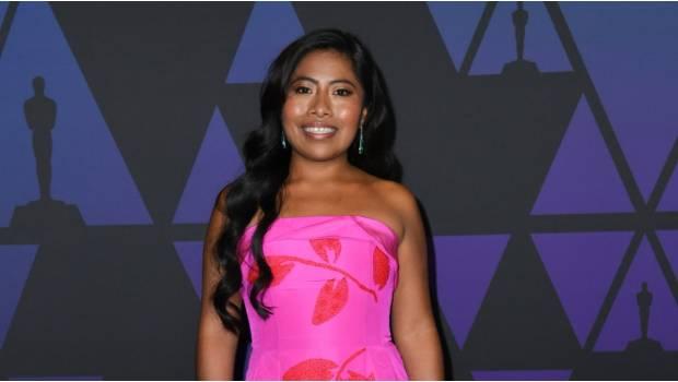 Yalitza aceptaría conducir los Oscar pero 'en español'