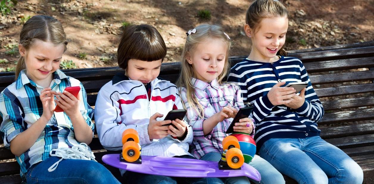 Niños que usan más de 7 horas en el celular sufren cambios cerebrales
