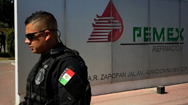 Alista López Obrador bases de vigilancia en ductos de combustible