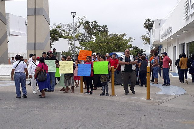 Protestan contra cabildo de Othón Pompeyo Blanco