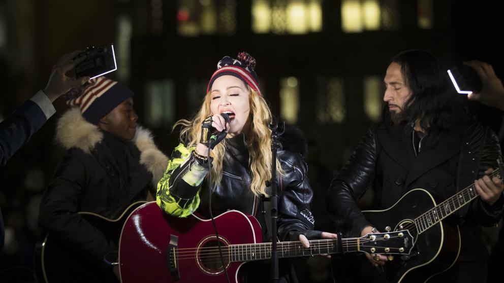 Madonna ofrece concierto sorpresa en Nueva York
