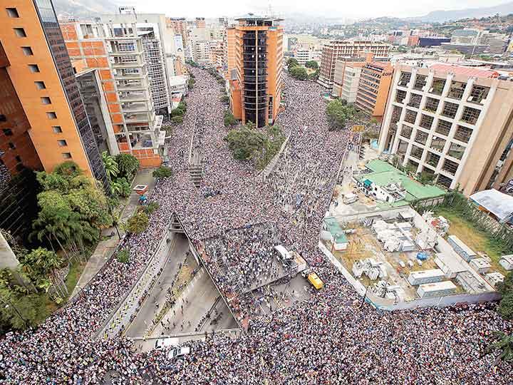Acorralan a Nicolás Maduro; EU, Canadá y otros 11 países lo desconocen