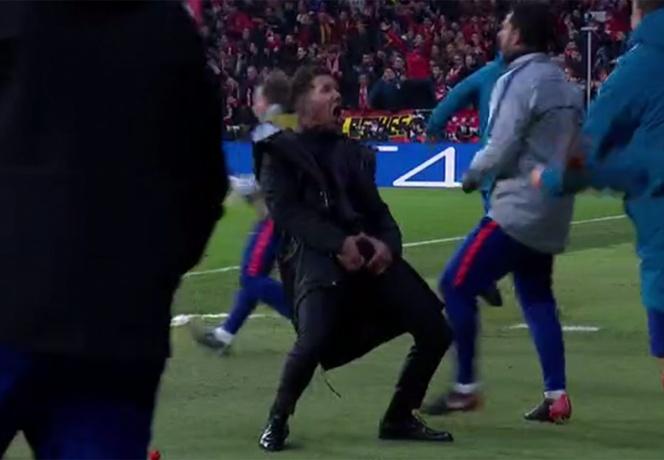 Simeone festeja con seña obscena gol del Atlético