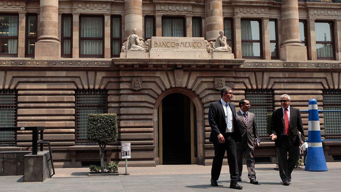 Banxico mantiene tasa clave en 8.25%