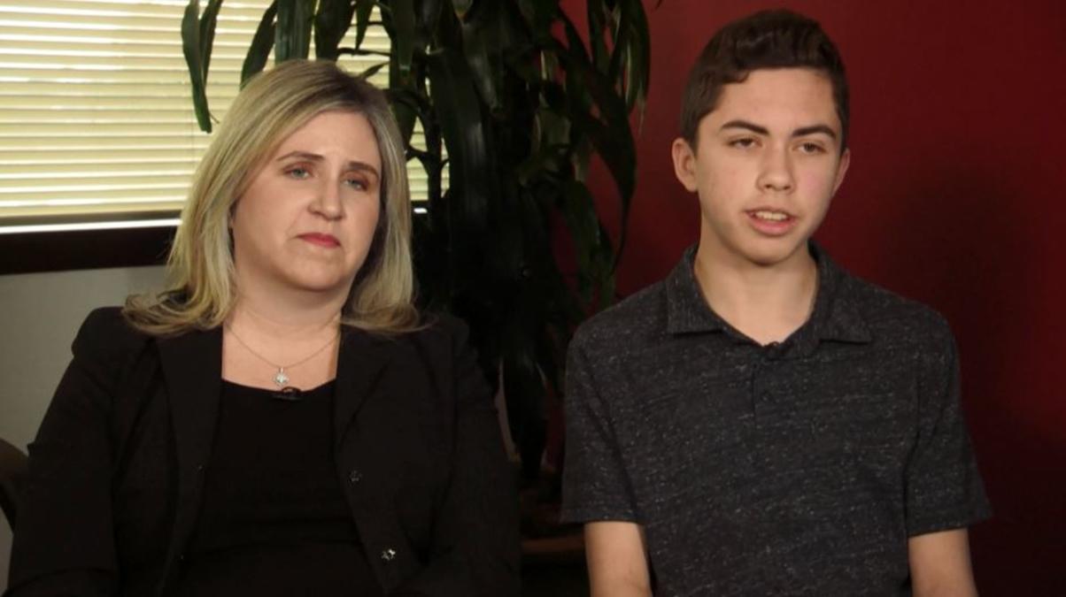 Apple recompensa a joven que descubrió error en FaceTime