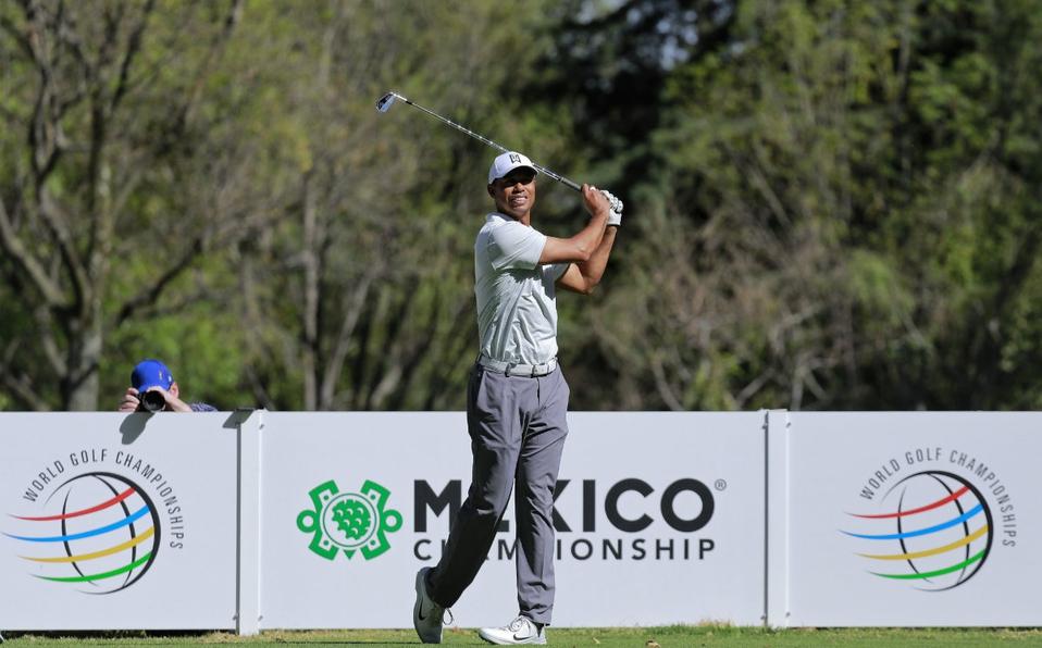 Tiger Woods llega a México