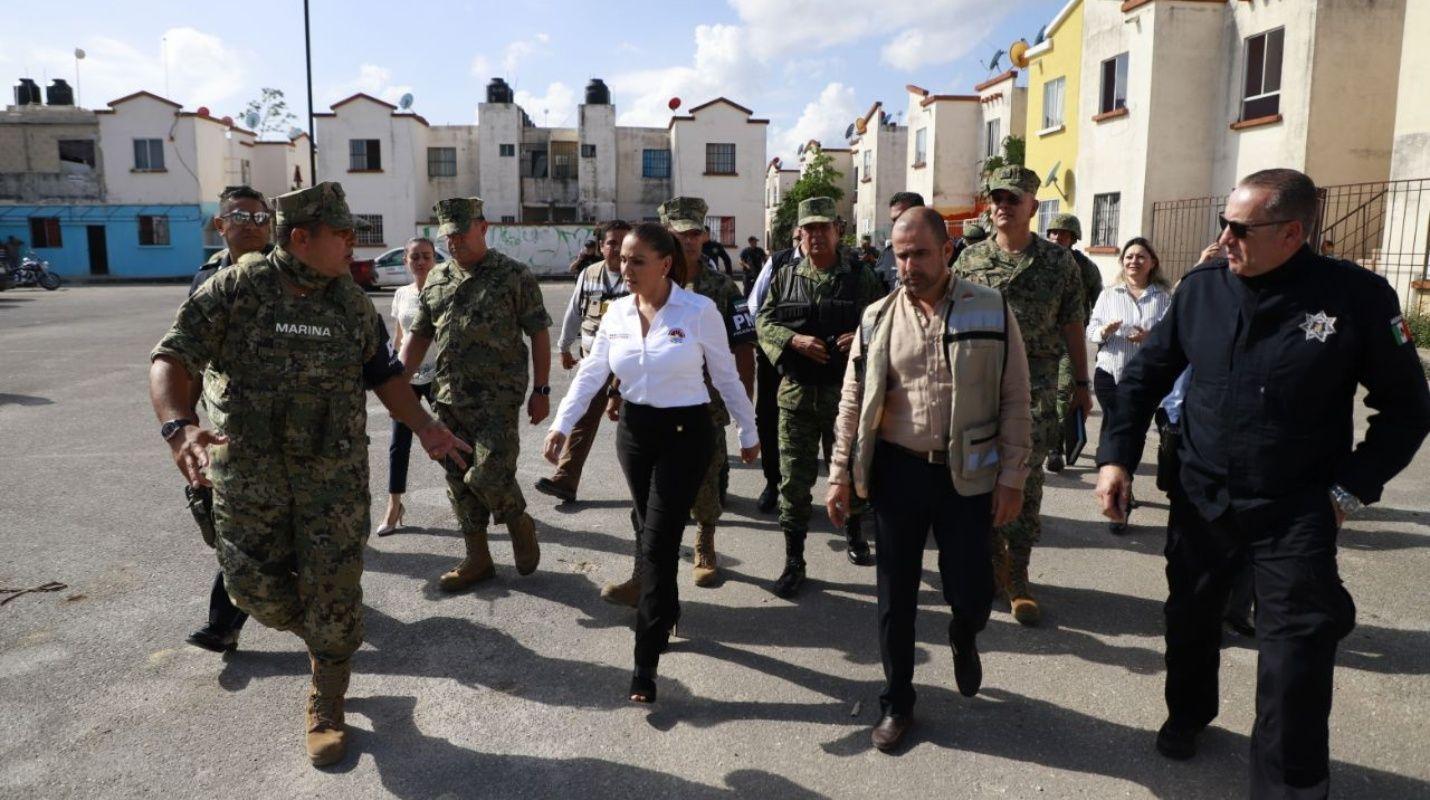 Mara Lezama recorre Villas Otoch Paraíso con altos mandos de la Armada de México y Defensa Nacional