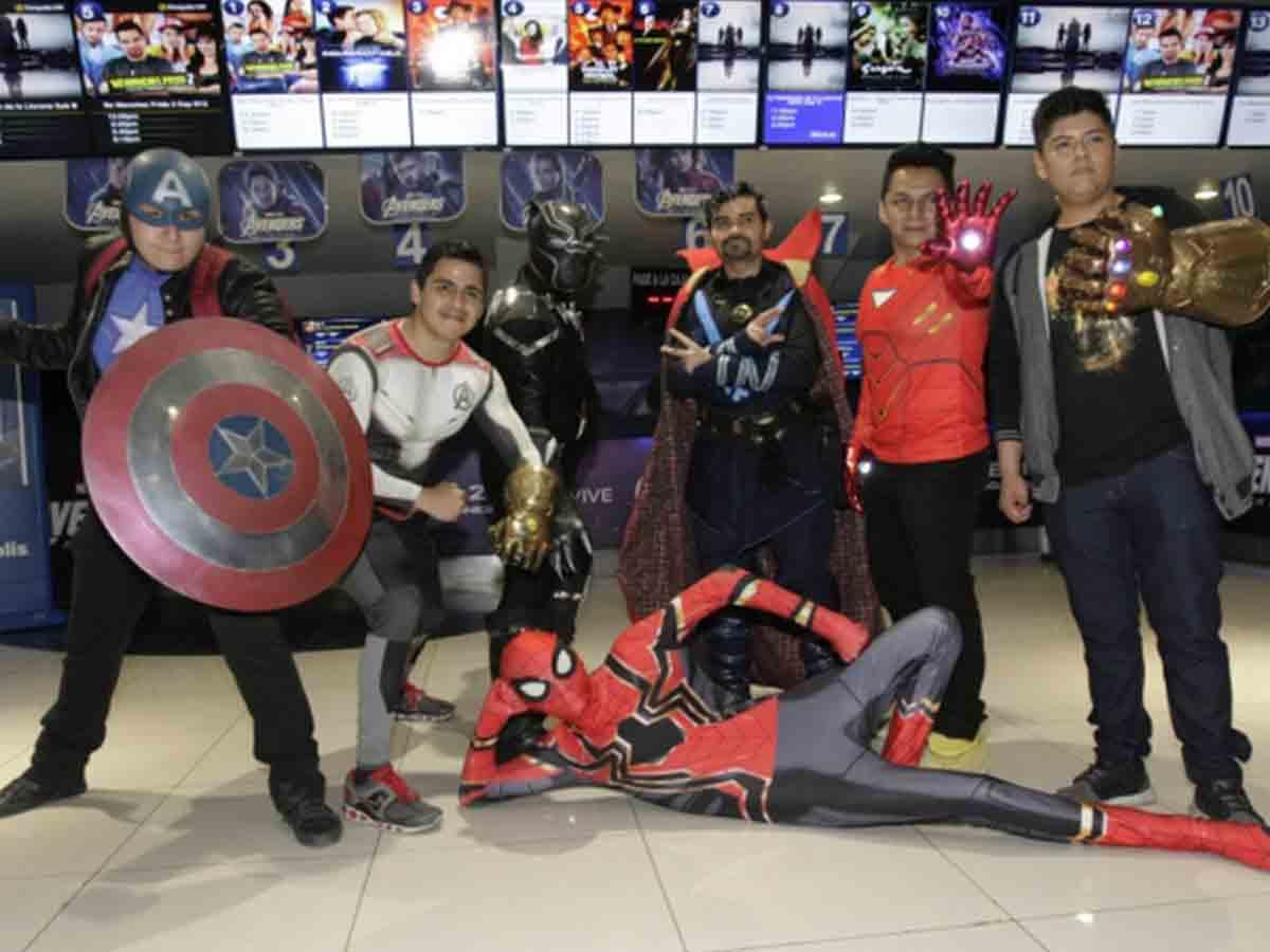 Superhéroes invaden Premiere de Avengers