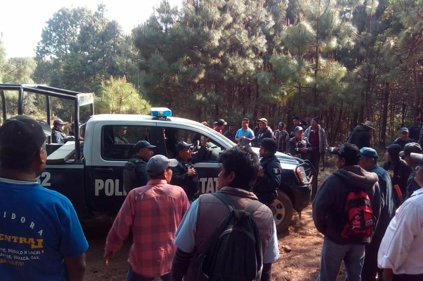 Retienen a policías en Oaxaca