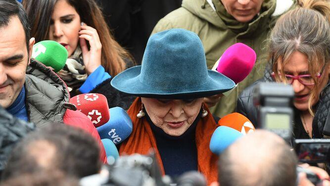 Absuelven a Lucía Bosé de delito de apropiación indebida