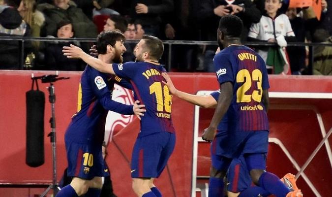 Messi y Suárez rescatan punto para el Barcelona