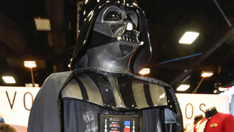 A subasta, traje de Darth Vader; podría valer 2 mdd