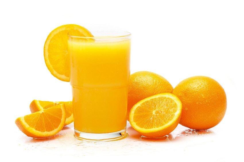 Jugo de naranja podría ser más dañino y letal que un refresco