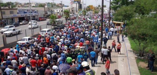 Empleados de AHMSA marchan en Coahuila