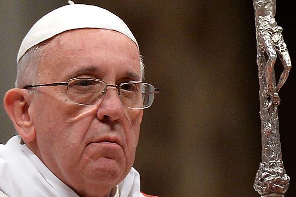 Papa ordena a sacerdotes y monjas denunciar abusos sexuales