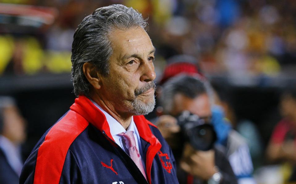 Tomás Boy se queda 2 años en Chivas