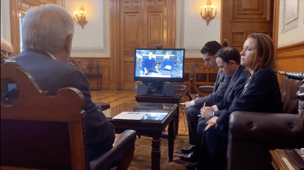 López Obrador charla con Mark Zuckerberg