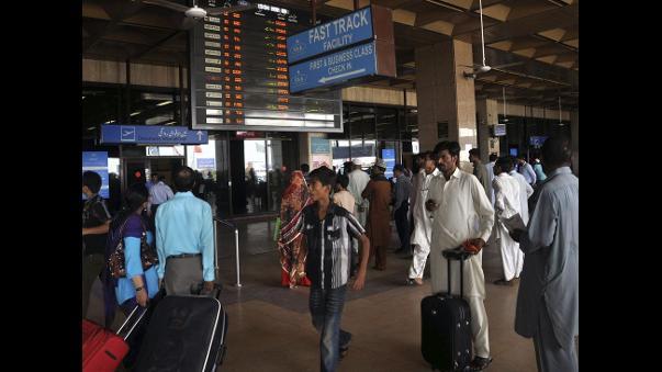 Mueren dos personas por tiroteo en aeropuerto de Pakistán