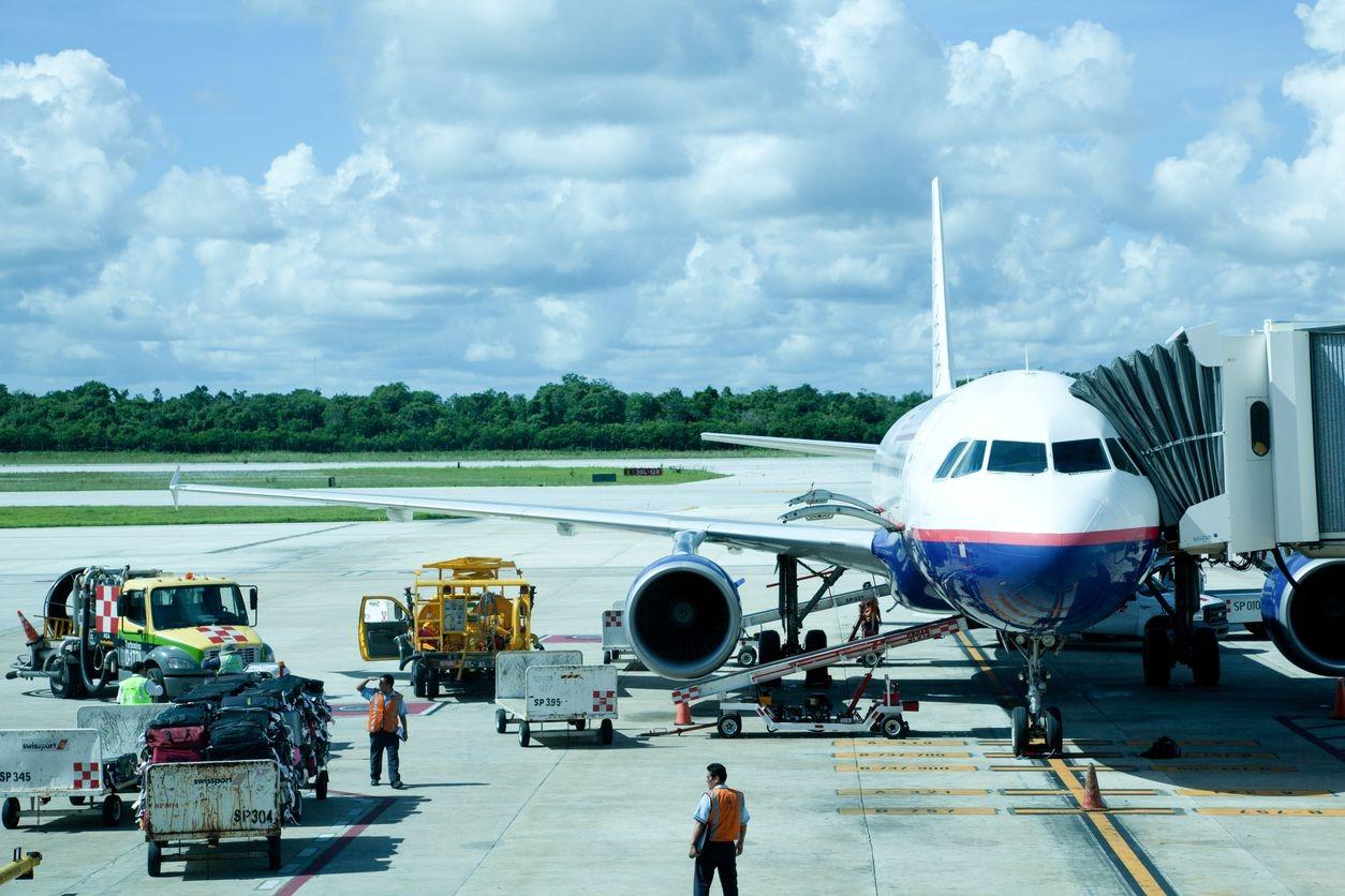 Por incidente en aeropuerto de Mérida, ocho vuelos aterrizaron en Cancún