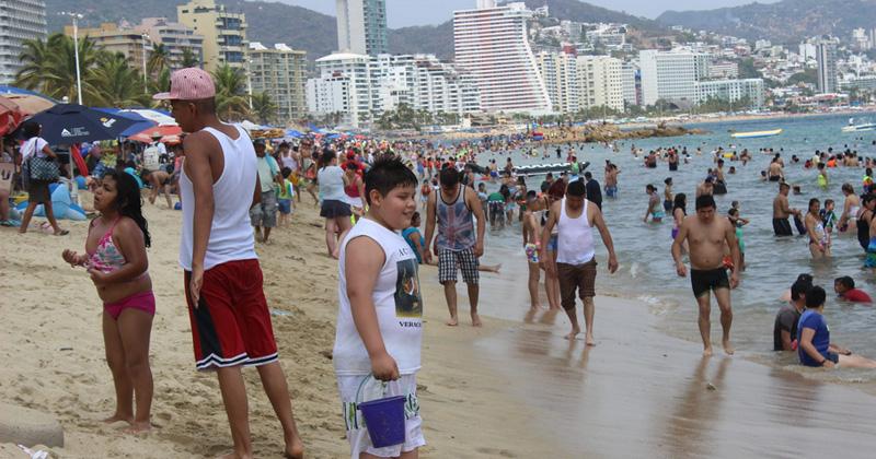 Bacteria fecal arruina playas de Acapulco