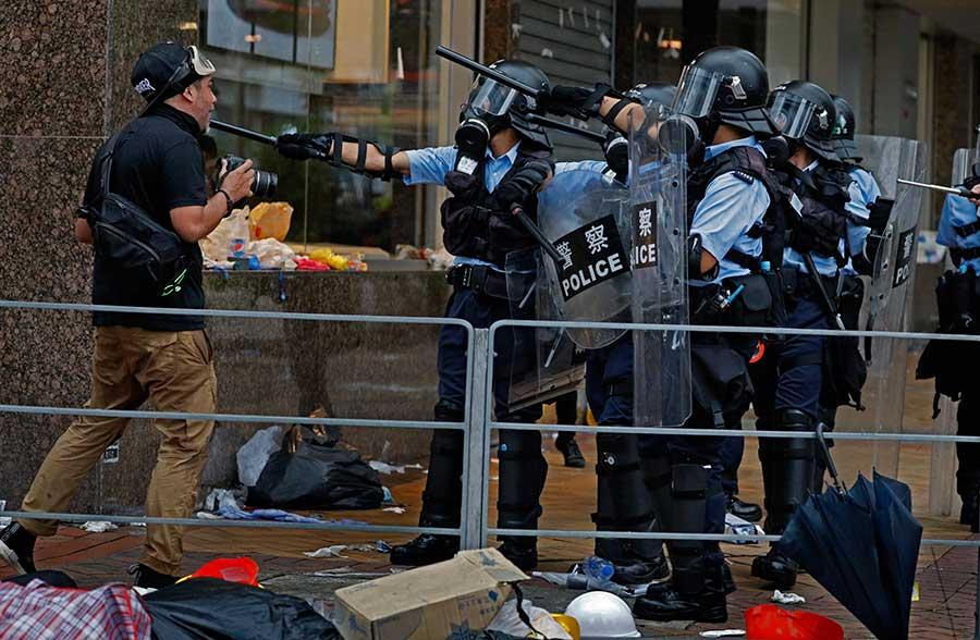 Crecen disturbios en Hong Kong