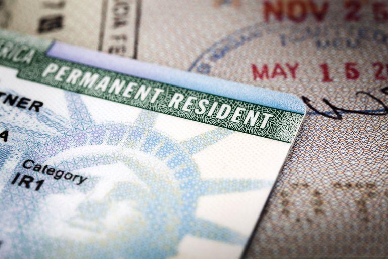 EE.UU. negará 'green cards' a migrantes con problemas de salud