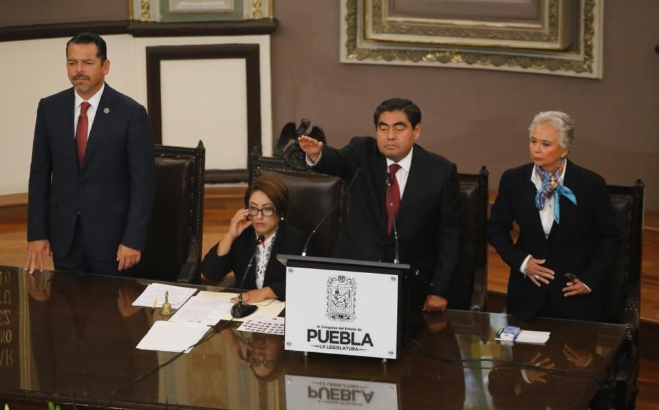 Protesta Miguel Barbosa como gobernador de Puebla
