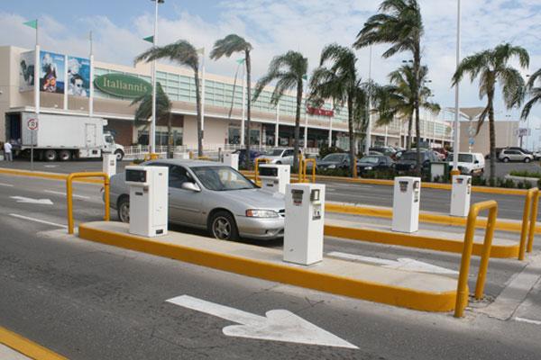 Plazas reconocen que concesionarios se aprovechan