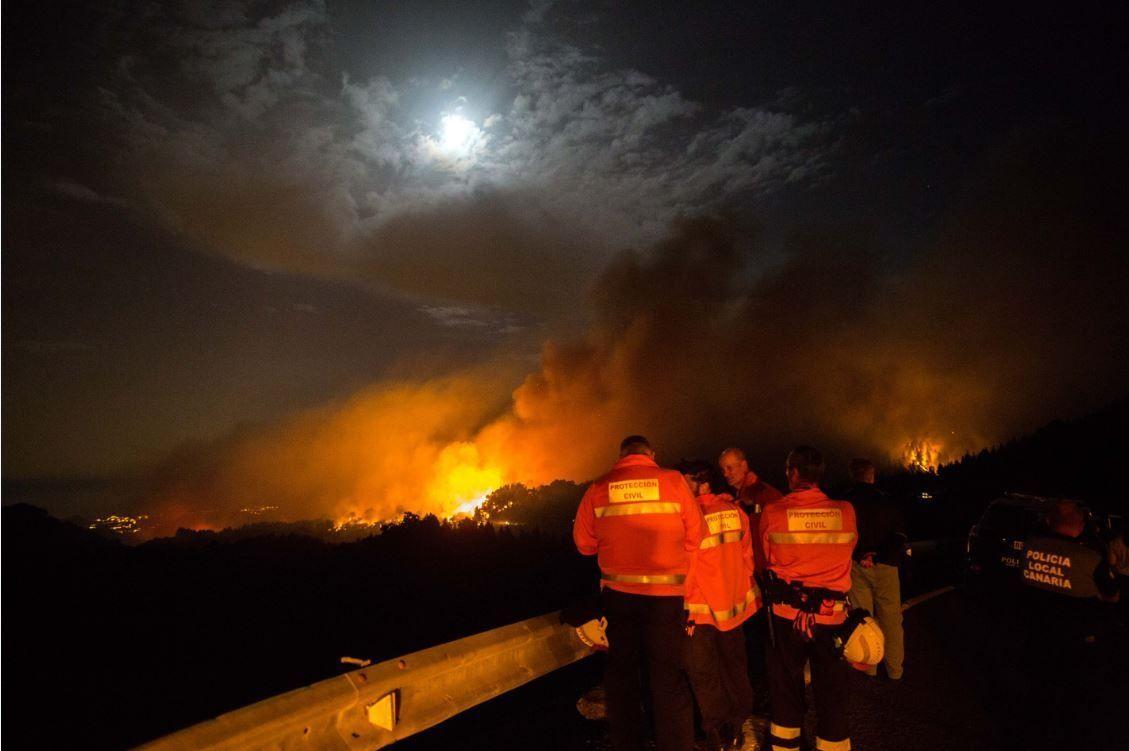 Declarada emergencia en Islas Canarias por fuerte incendio