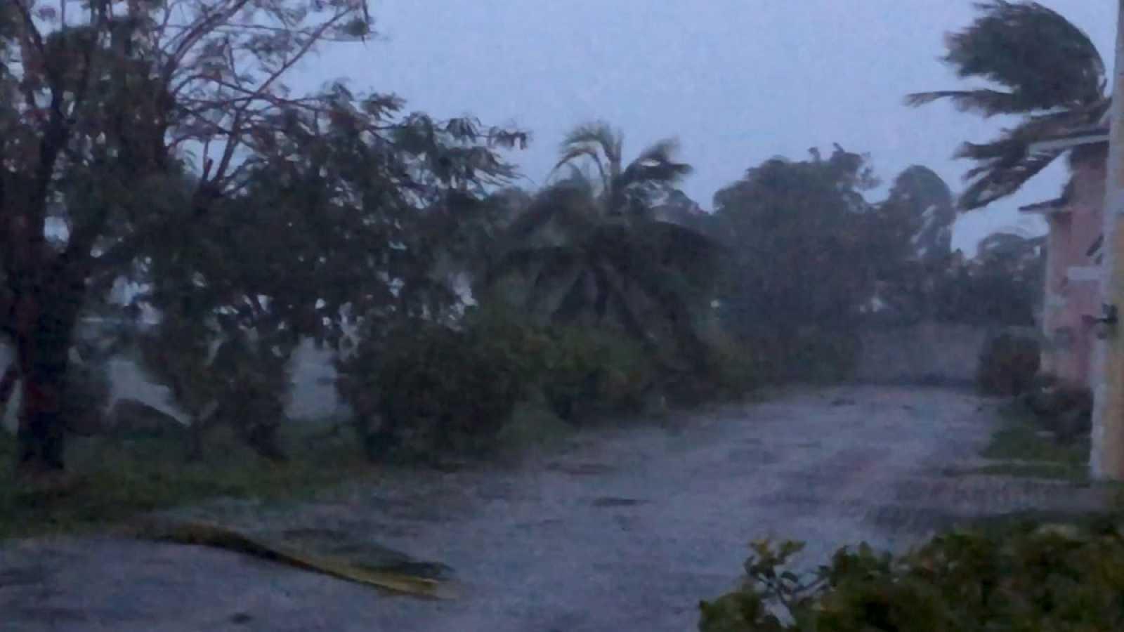 Huracán 'Dorian' deja 5 muertos y 'devastación sin precedentes' en Bahamas