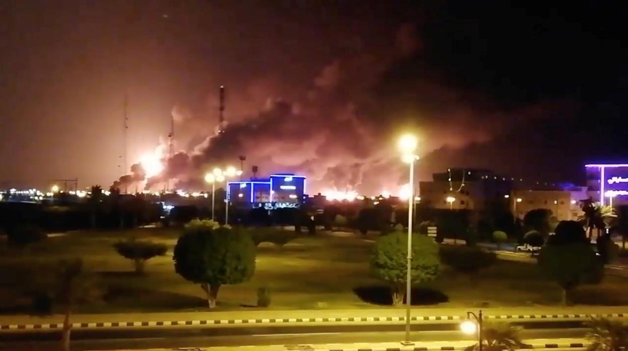 Rebeldes en Yemen atacan con drones al corazón del sector petrolero Saudí