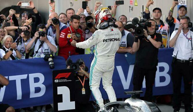 Hamilton regresa a la victoria en Rusia