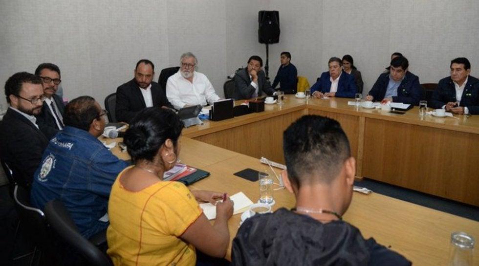 Padres de los 43 se reúnen con exgobernador de Guerrero