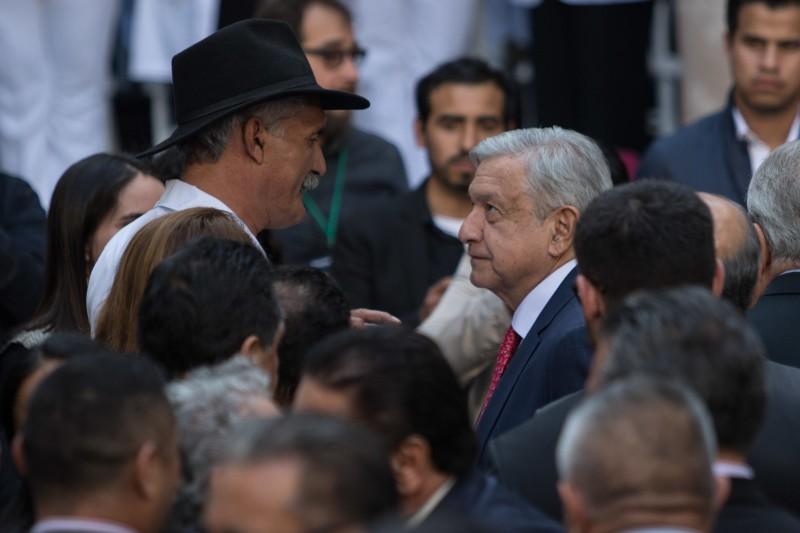 Pide López Obrador a Mireles se disculpe por comentarios
