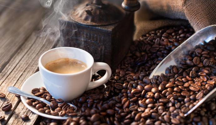 Tomar café podría ayudarte a bajar de peso