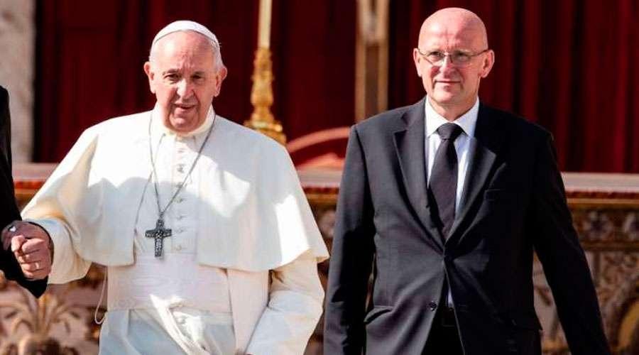 Renuncia el jefe de seguridad del Papa