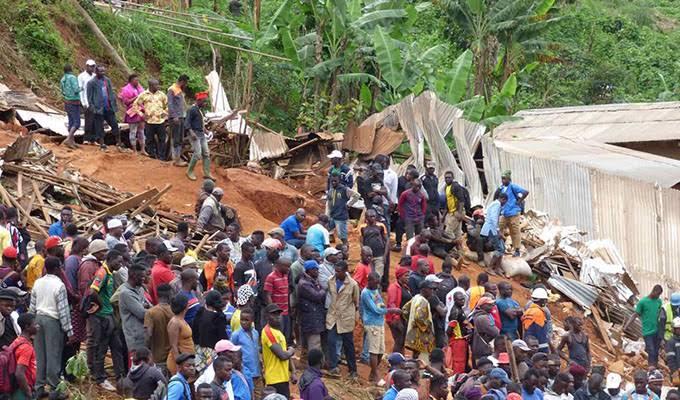 Derrumbe sepulta varias viviendas en la localidad de Bafoussam, Camerún