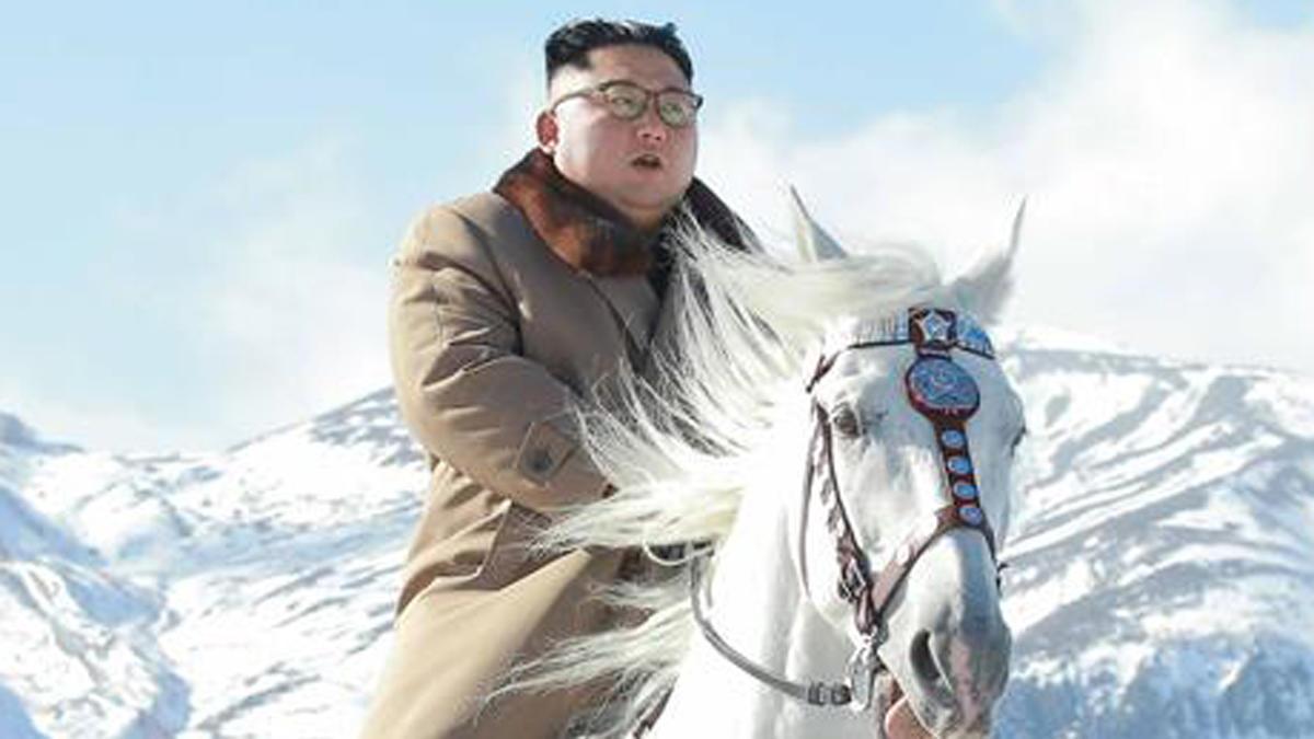 Cabalga Kim en monte sagrado
