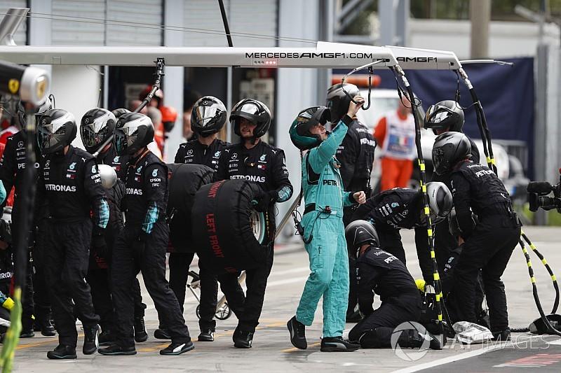 Mercedes despide a cuatro trabajadores por racismo