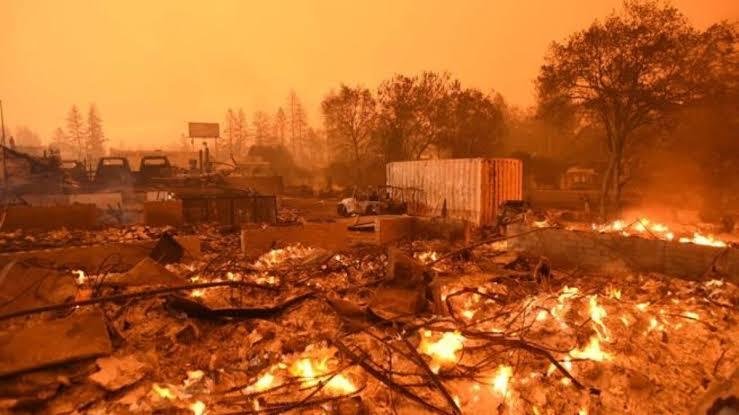 Controlan incendio en Tecate, Ensenada aun arde