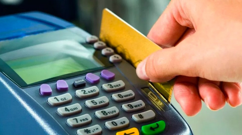 Reportan fallas en pagos con tarjeta