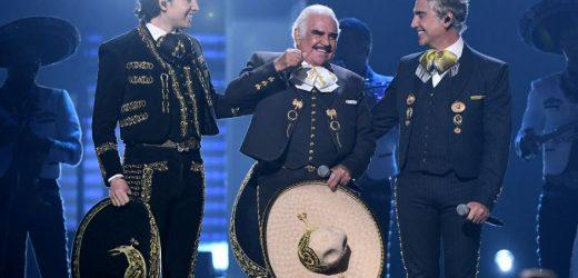 Vicente Fernández regresó al escenario para cantar con su hijo y nieto