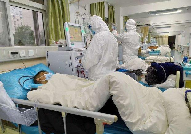 Llegan 600 médicos a Wuhan