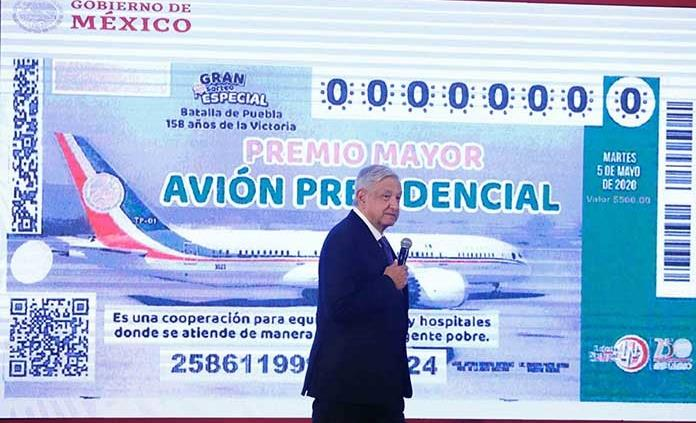 Presenta AMLO diseño de boleto para rifa de avión presidencial