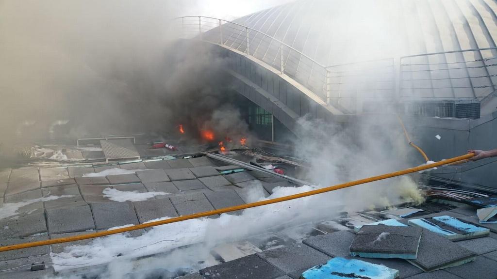 Cierran aeropuerto de España por incendio